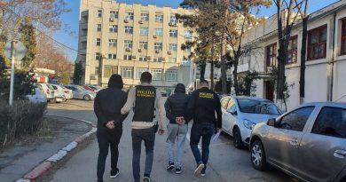 Tineri din Băilești, reținuți pentru contrabandă cu țigări. Au fost prinși în trafic