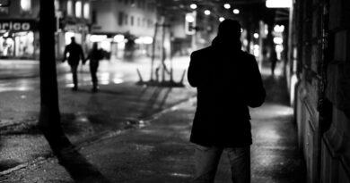 Copil înjunghiat pe o stradă din Băilești de un adolescent de 15 ani